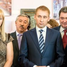 Е.Тихомирова, Н Неведомский-председатель избиркома,А.Козлов-губернатор, А.Самарин-министр культуры,В.Калита-мэр,