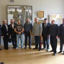 Гости и участники академисеской выставки 70 лет Великой Победы